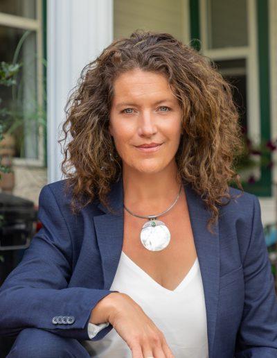 Corporate headshot of Oonagh - she looks like she's owning it!